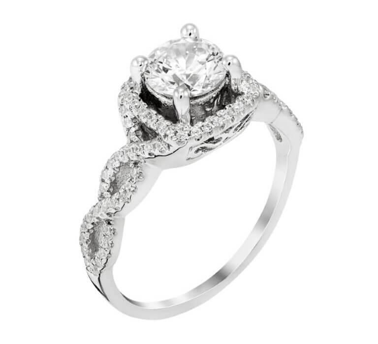 טבעת כסף ועליה יהלום מרכזי גדל ויהלומים מסולסלים בצדיה